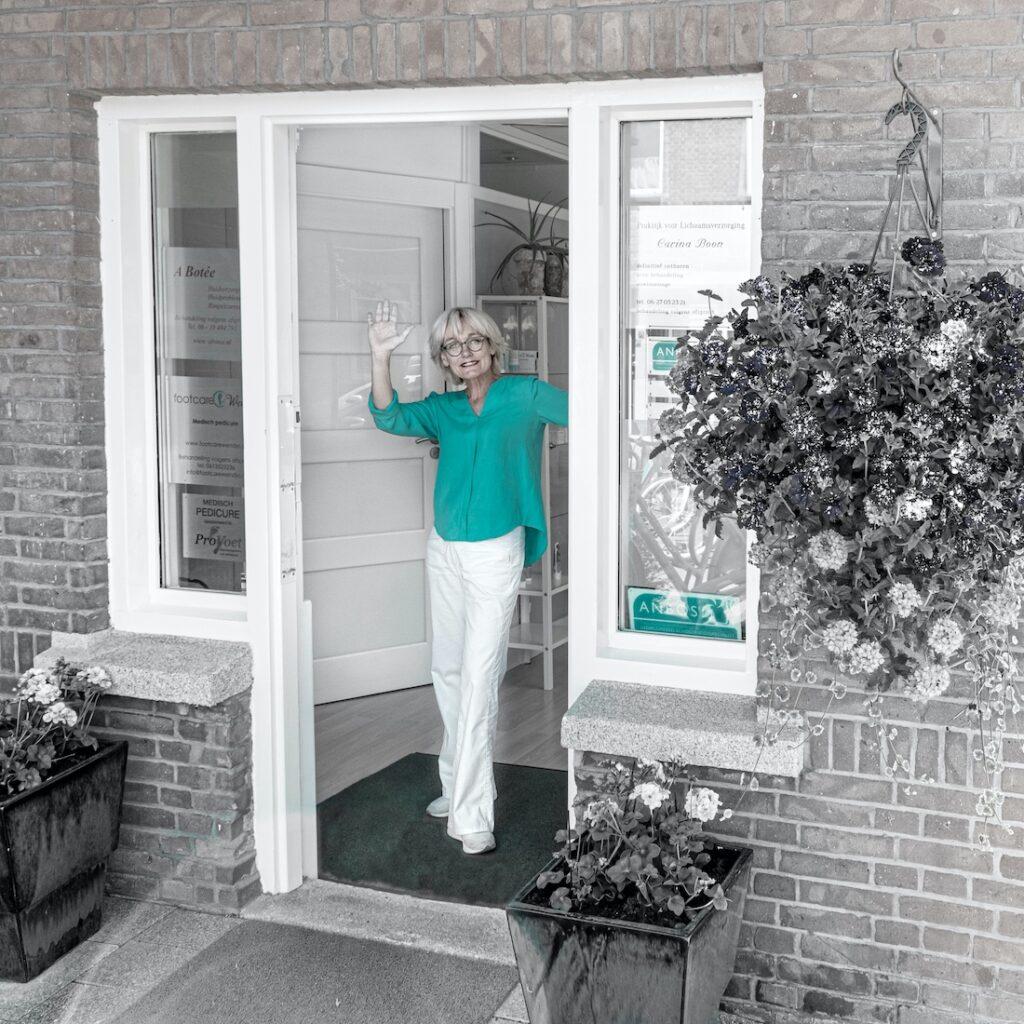 Naast contact via tel, chat en mail opent Carina ook graag de deur van haar praktijk voor u. Welkom bij Carina Boon Frambozenstraat 43a 2564 XK Den Haag